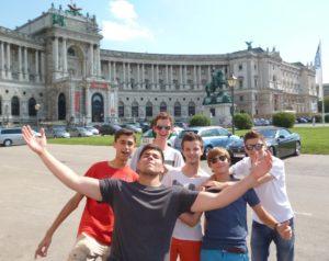 Gruppe vor Hofburg
